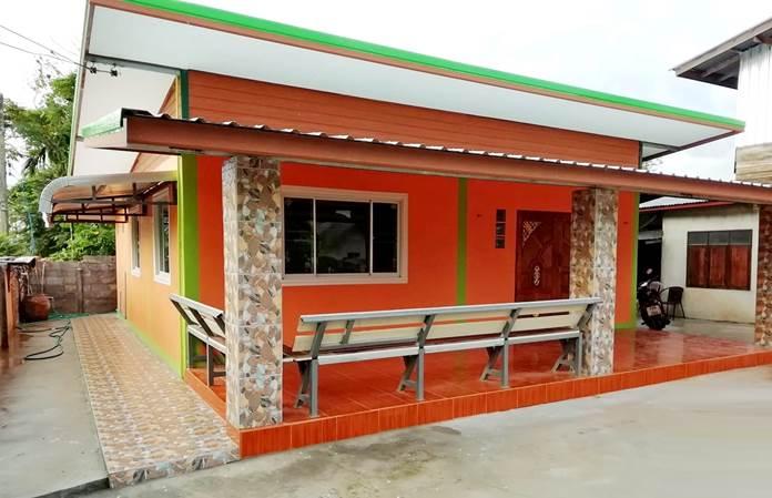 บ้านโมเดิร์นชั้นเดียวโทนสีส้มสดใส (60 ตร.ม.)ขนาด 2 ห้องนอน งบประมาณ 4.3 แสนบาท