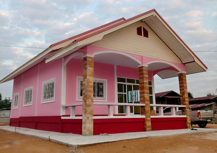 Photo of บ้านชั้นเดียวยกพื้นหลังคาทรงจั่ว โทนชมพูหวๅน ขนาด 2ห้องนอน ง บประมๅณ 730,000 บๅท