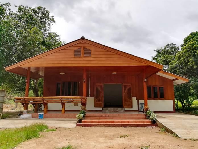 บ้านชั้นเดียวครึ่งปูนครึ่งไม้ สวยเด่นกลางสวน ขนาด 3 ห้องนอน 2 ห้องน้ำ งบประมาณ 600,000 บาท